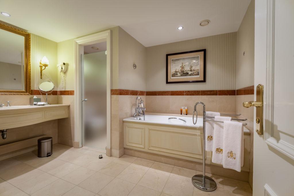 Amstel Hotel Bathroom